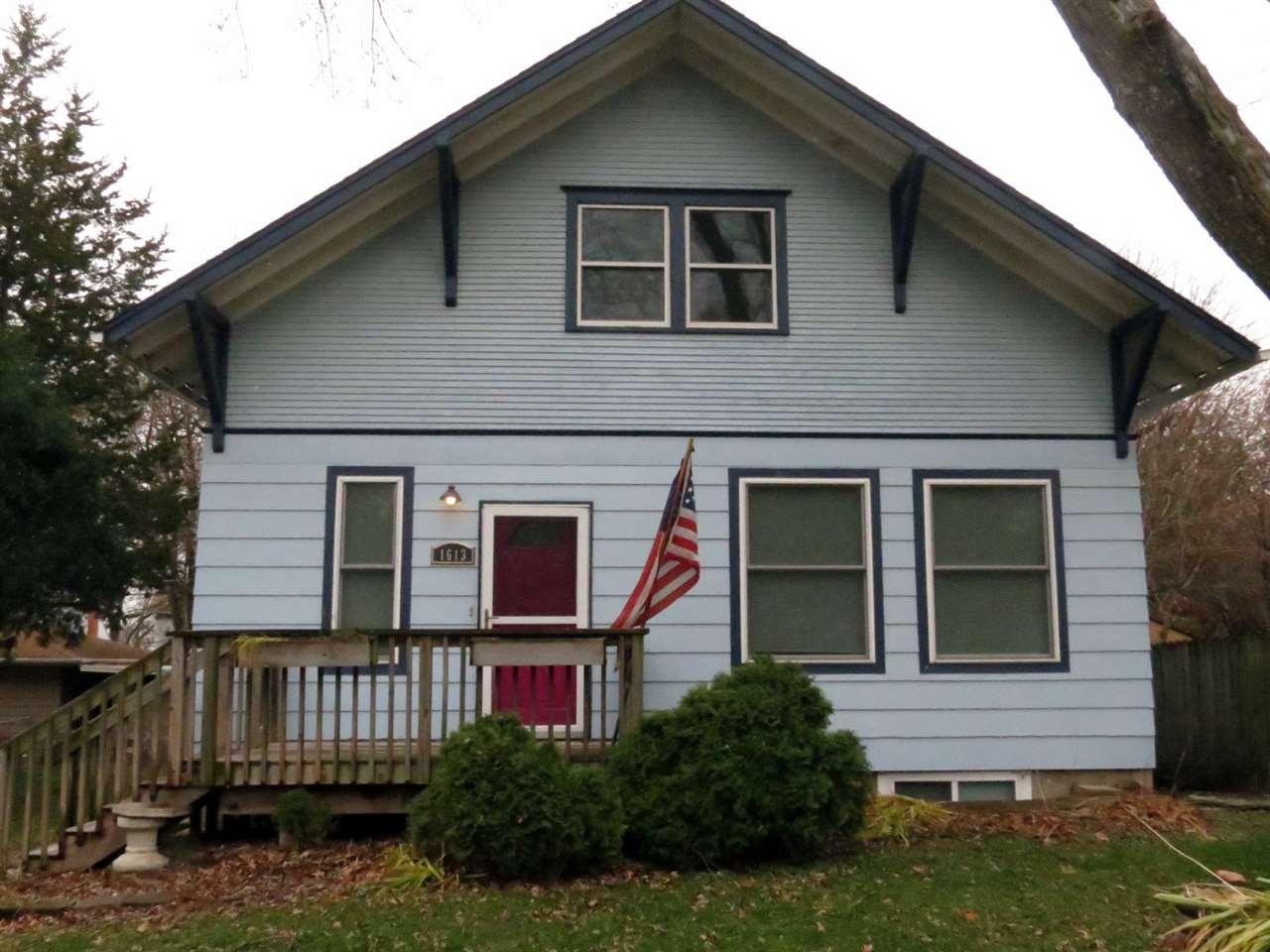 1613 N BROADWAY ST, Iowa City, IA 52240