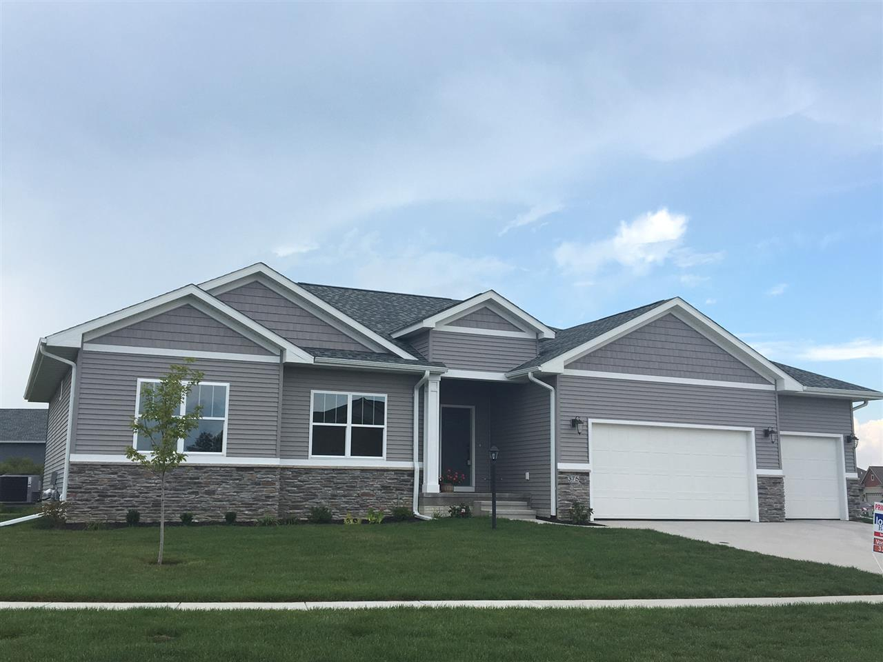 375 Carlyle Dr, North Liberty, IA 52317