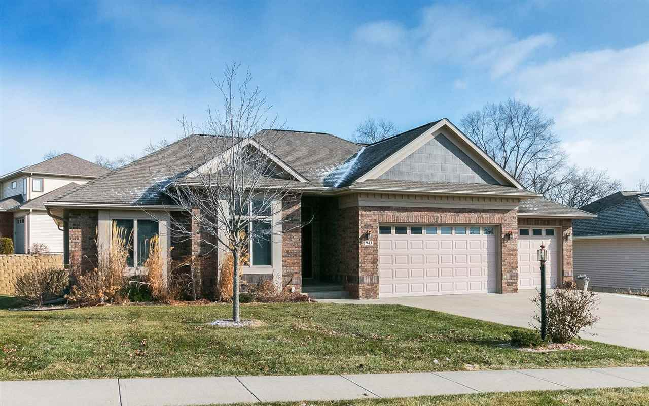 943 Forest Edge Cir, Coralville, IA 52241