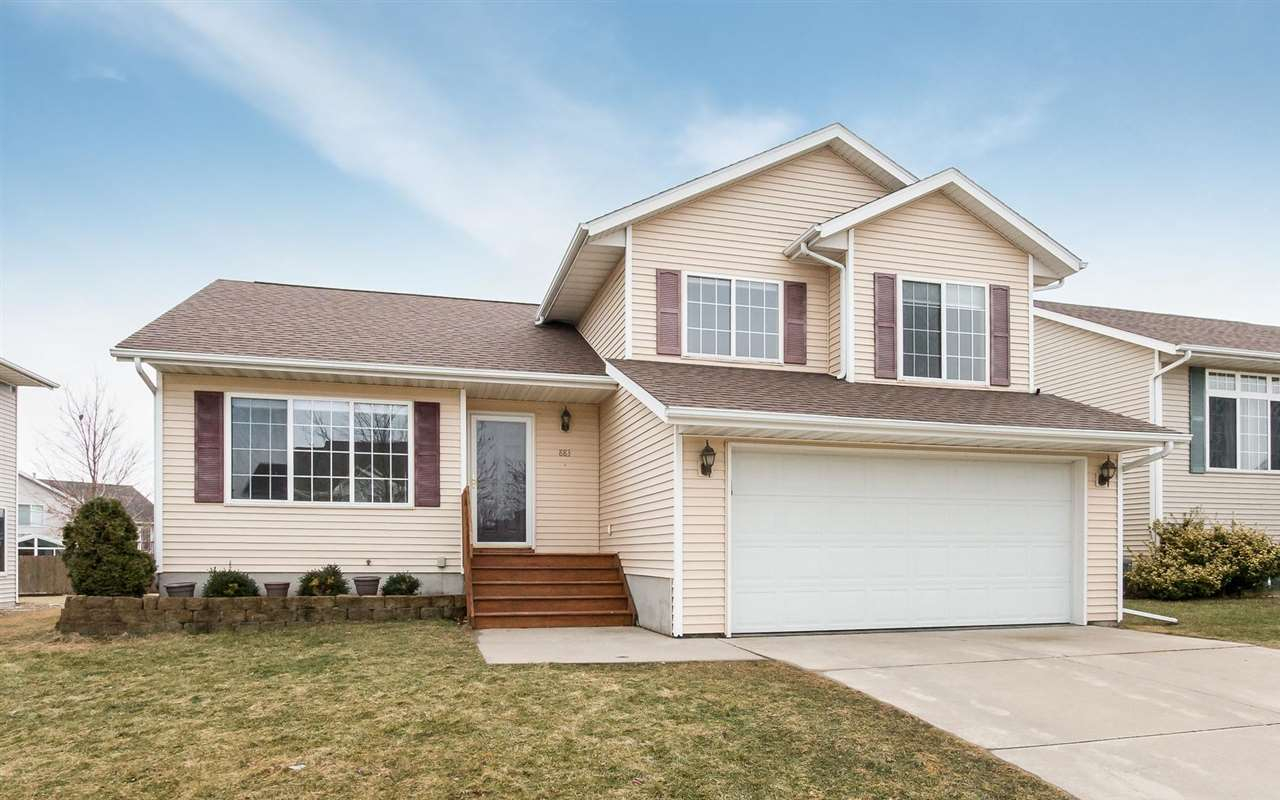 883 Augusta Circle, North Liberty, IA 52317