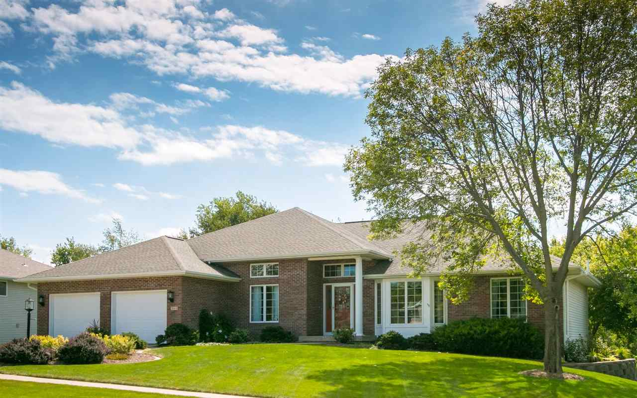 360 KNOWLING DR, Coralville, IA 52241