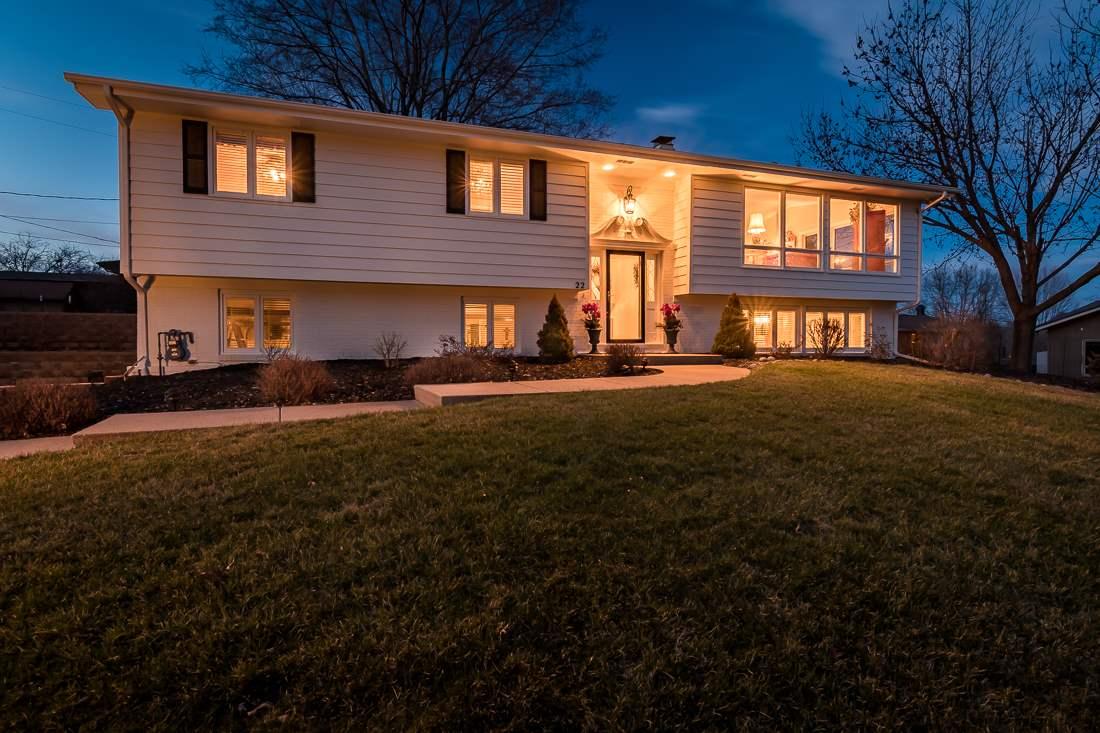 22 Fairview Knl NE, Iowa City, IA 52240