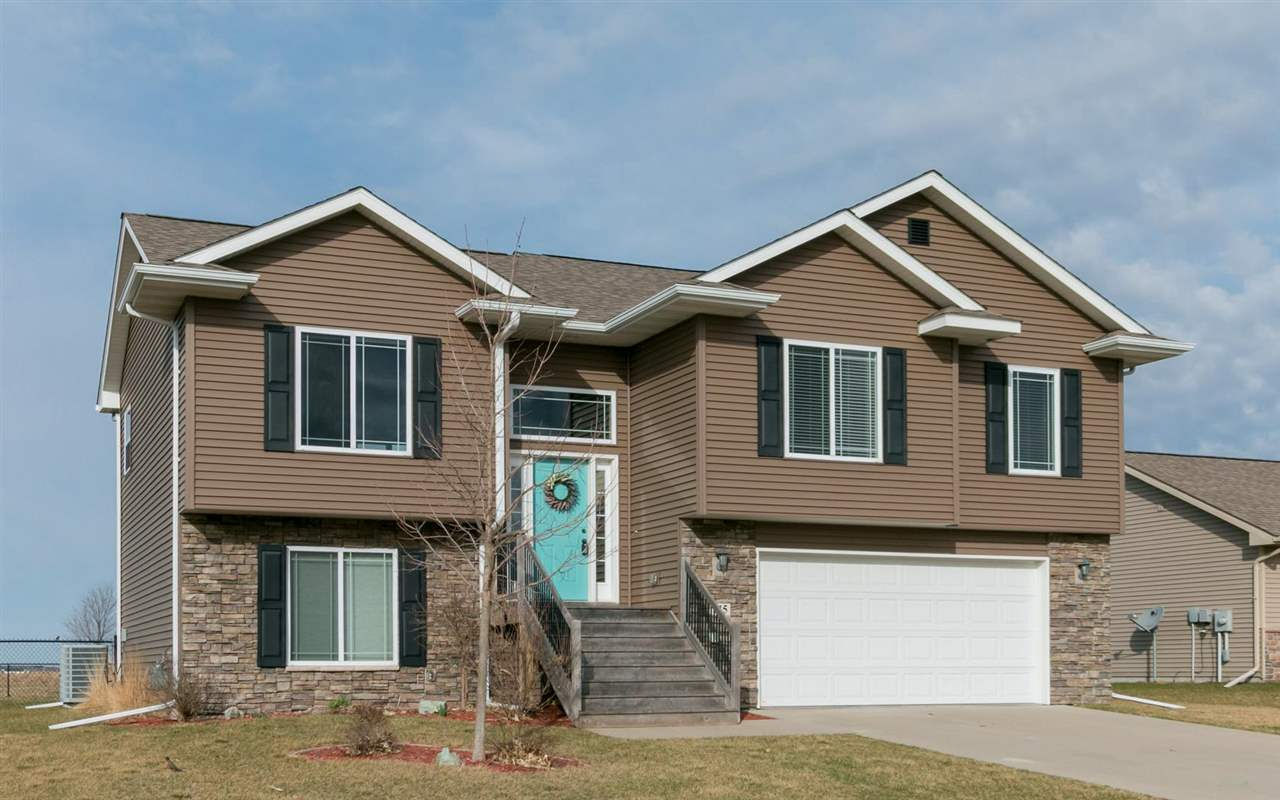 215 N Colton Dr, North Liberty, IA 52317