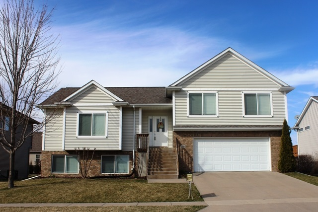 230 Lockview Ave., North Liberty, IA 52317