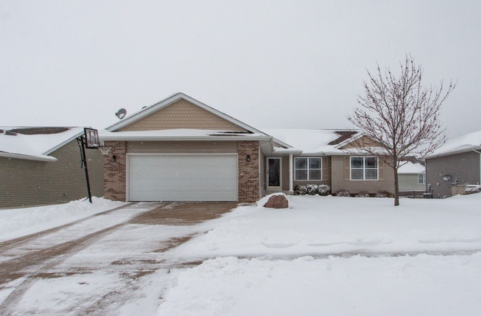 1620 Fawn Dr, North Liberty, IA 52317