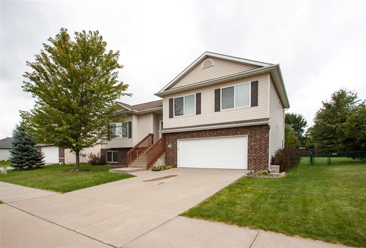360 E Tartan Dr, North Liberty, IA 52317