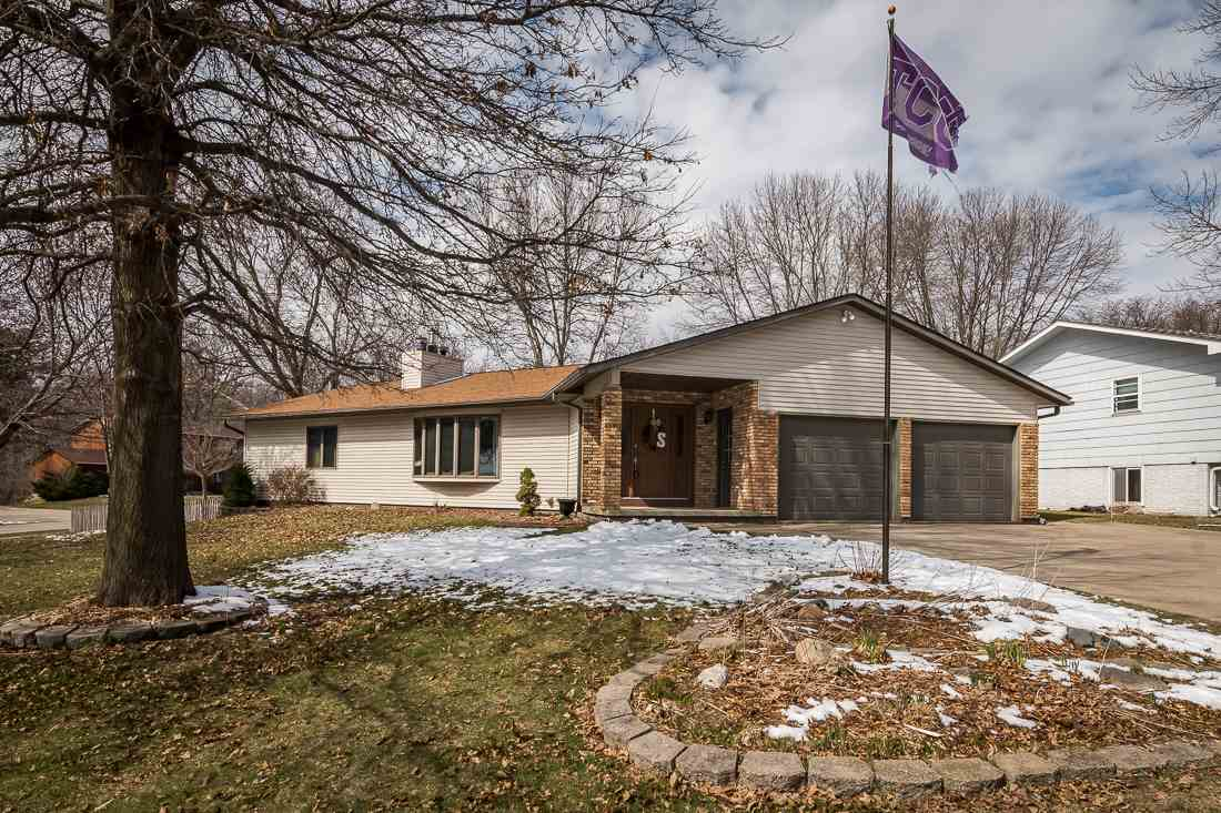 1472 Valley View Dr, Coralville, IA 52241
