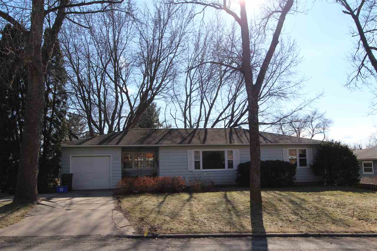 1715 Ridgeway Drive, Iowa City, IA 52245