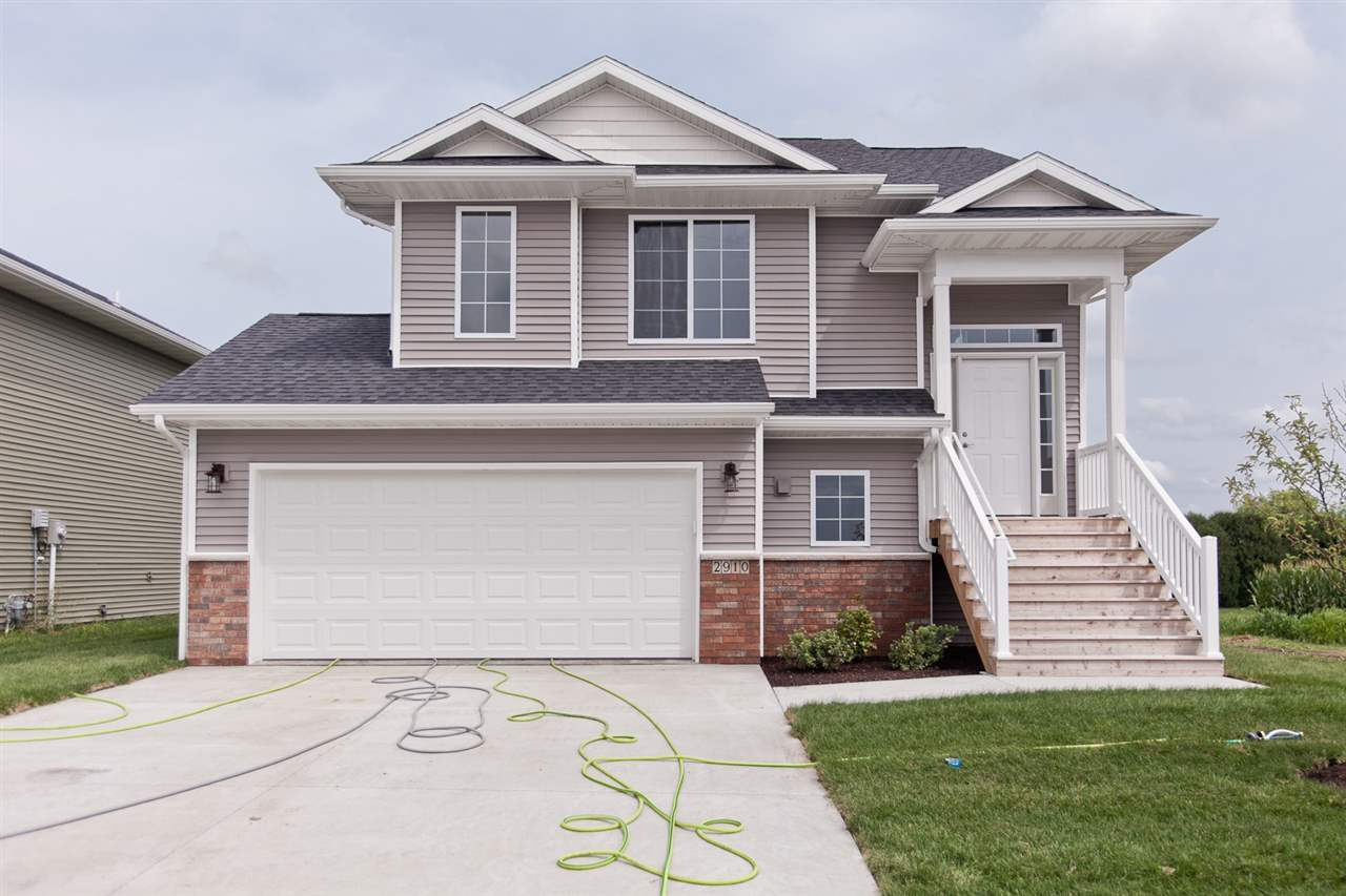 2910 Blazing Star Dr, Iowa City, IA 52240