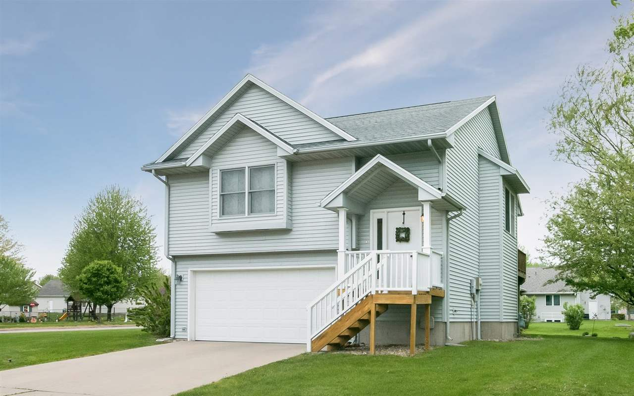 76 STANWYCK DR, Iowa City, IA 52240