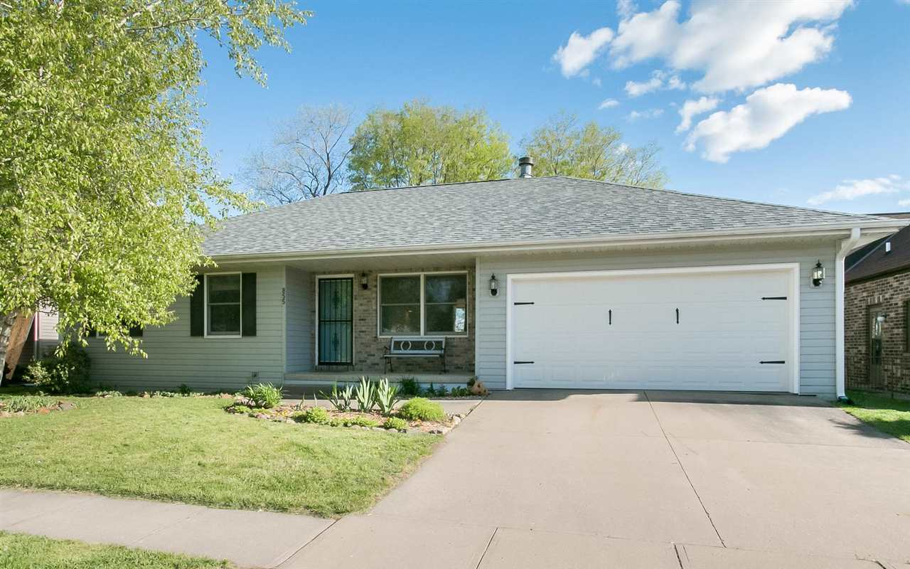 855 Pepper Dr, Iowa City, IA 52240