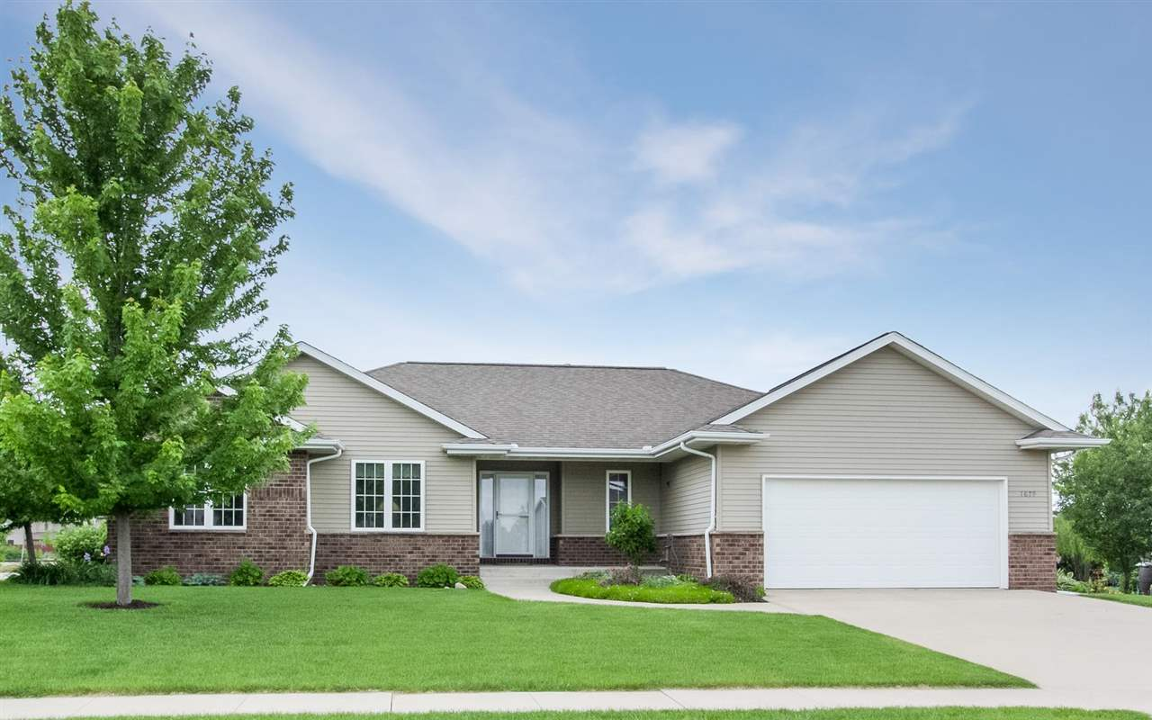 1679 GRIZZLY TRL, North Liberty, IA 52317