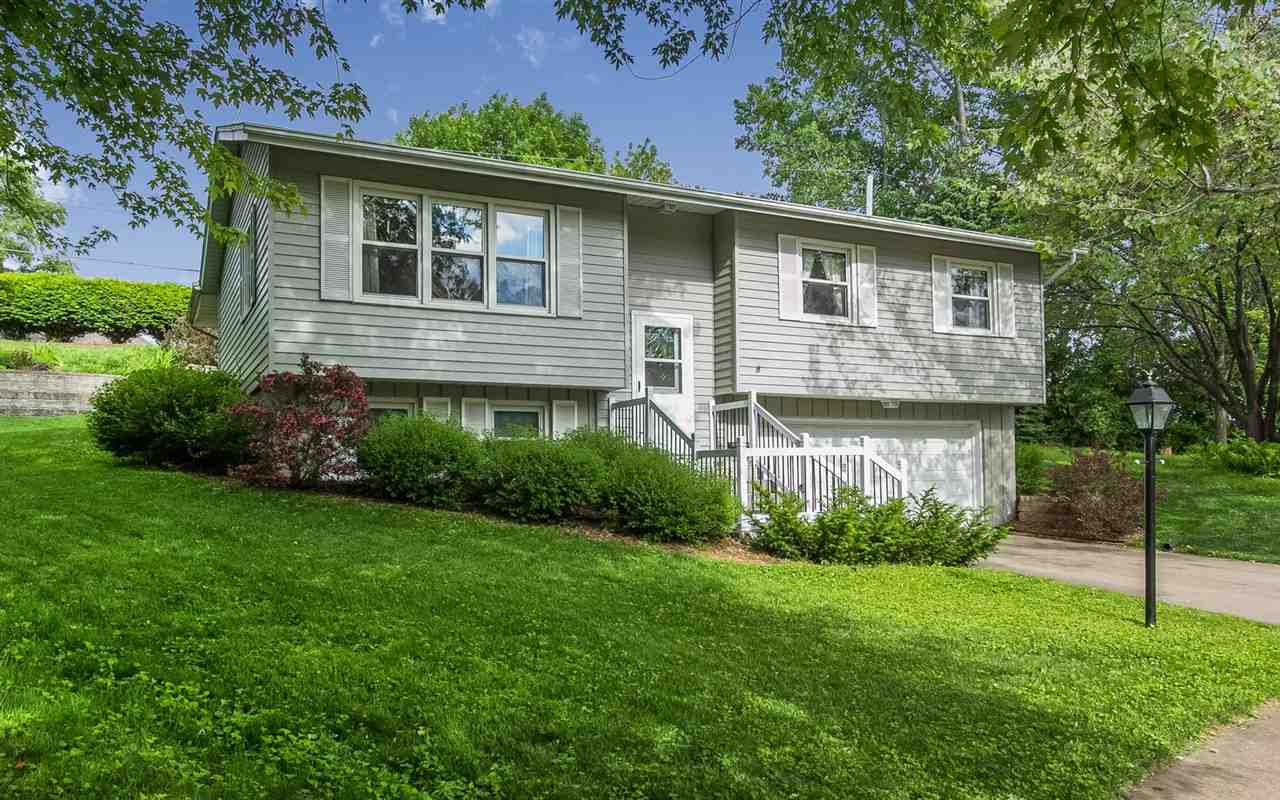 6 Bangor Cir, Iowa City, IA 52246