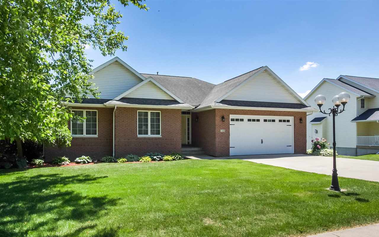 740 Forest Edge Dr, Coralville, IA 52241