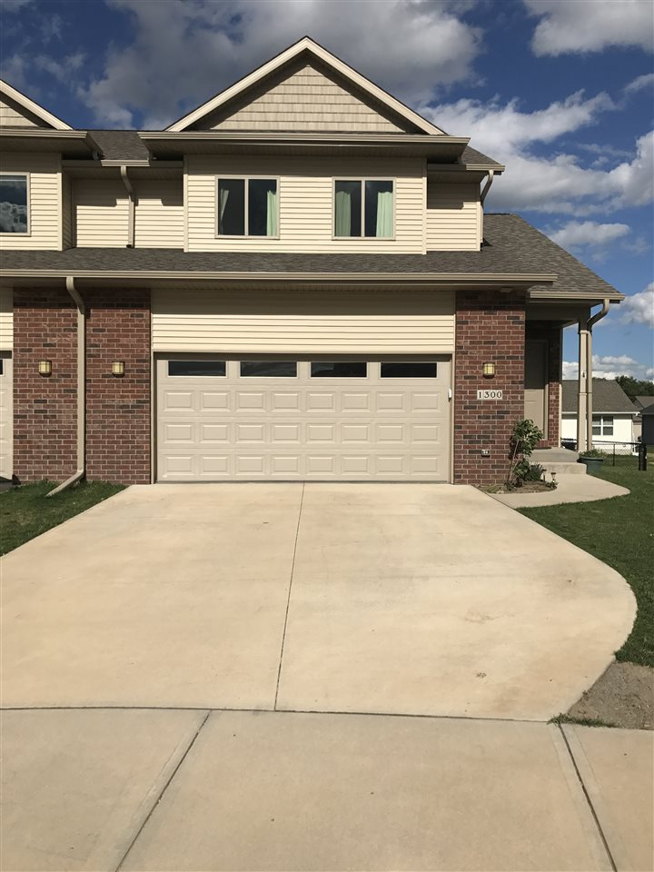 1300 Whipple Ct, North Liberty, IA 52317