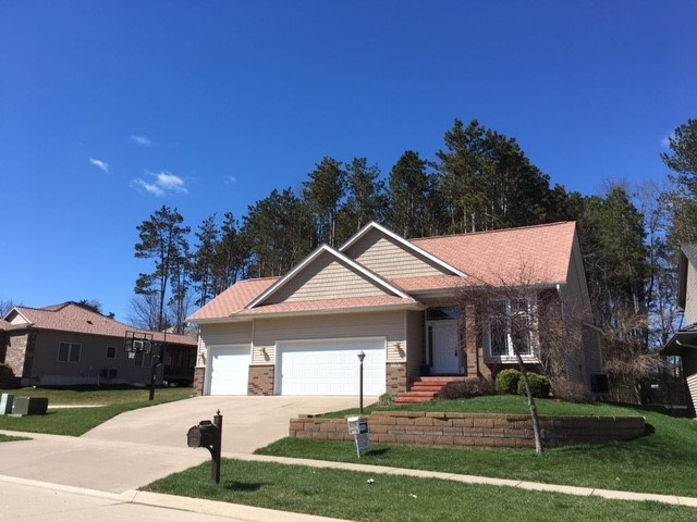 2183 Dempster Dr, Coralville, IA 52241