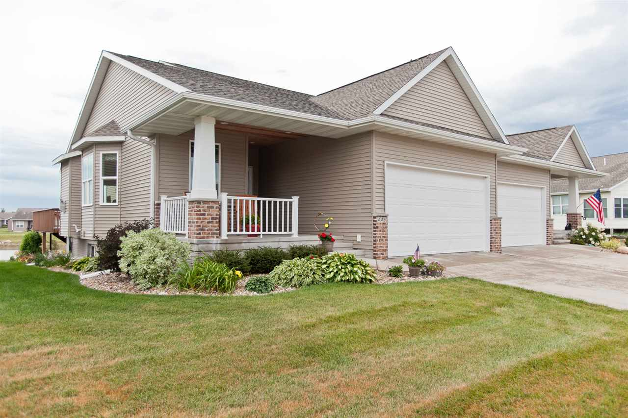 445 2nd St, Fairfax, IA 52228