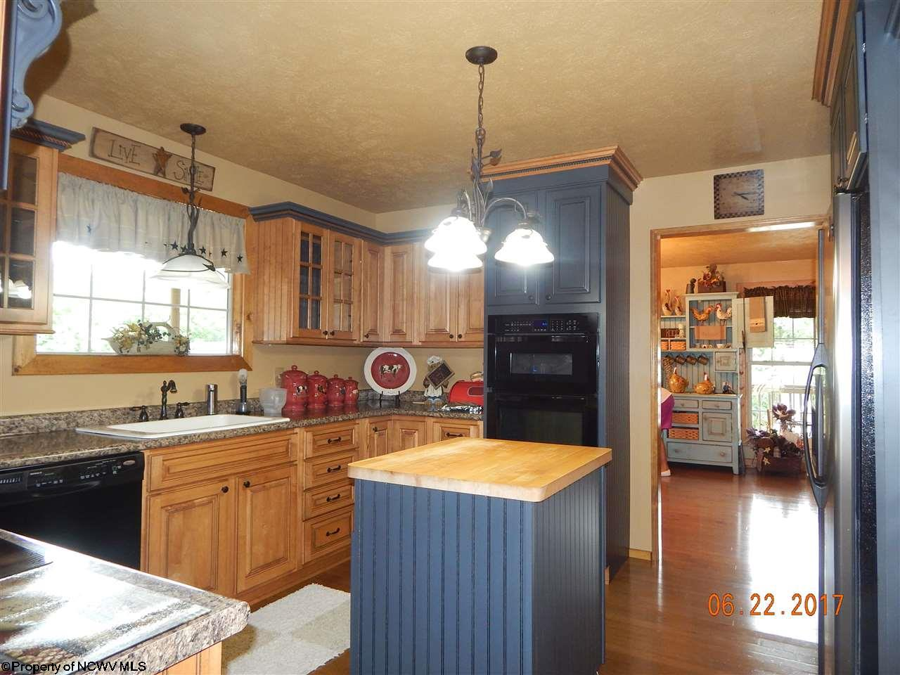 1015 RIVERVIEW DRIVE, FAIRMONT, WV 26554  Photo 13