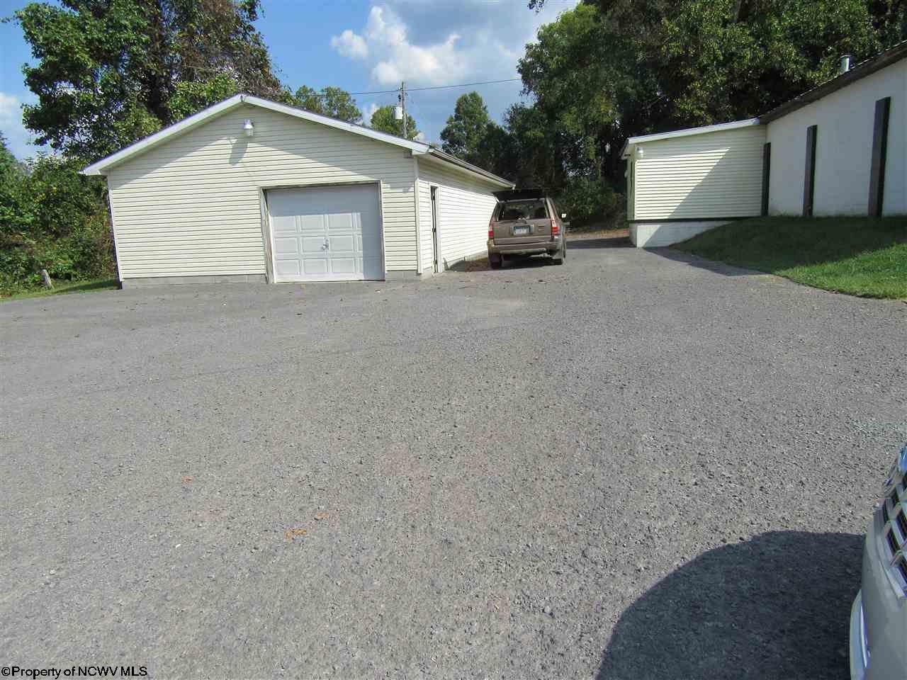 486 HAMPTON ROAD, FAIRMONT, WV 26554  Photo 3