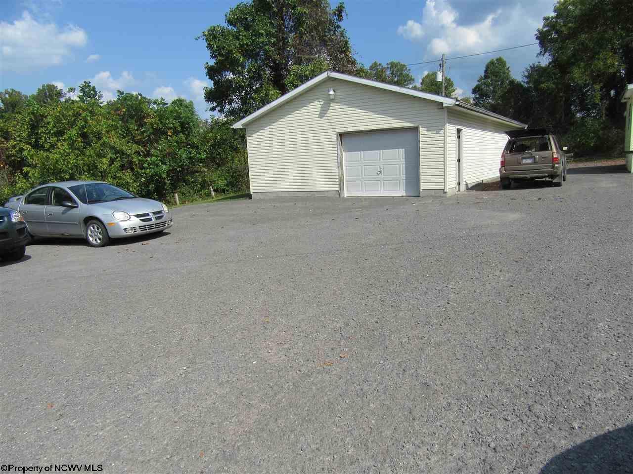 486 HAMPTON ROAD, FAIRMONT, WV 26554  Photo 4