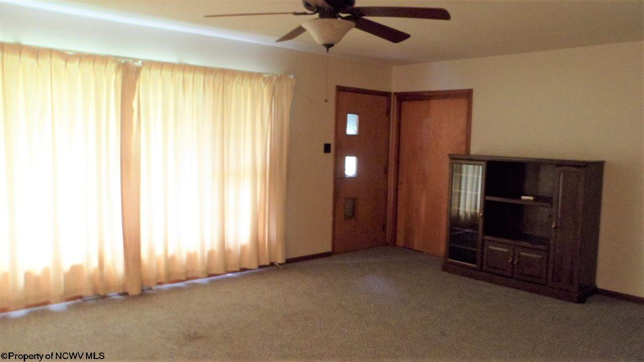 544 E GRAFTON ROAD, FAIRMONT, WV 26554  Photo 6