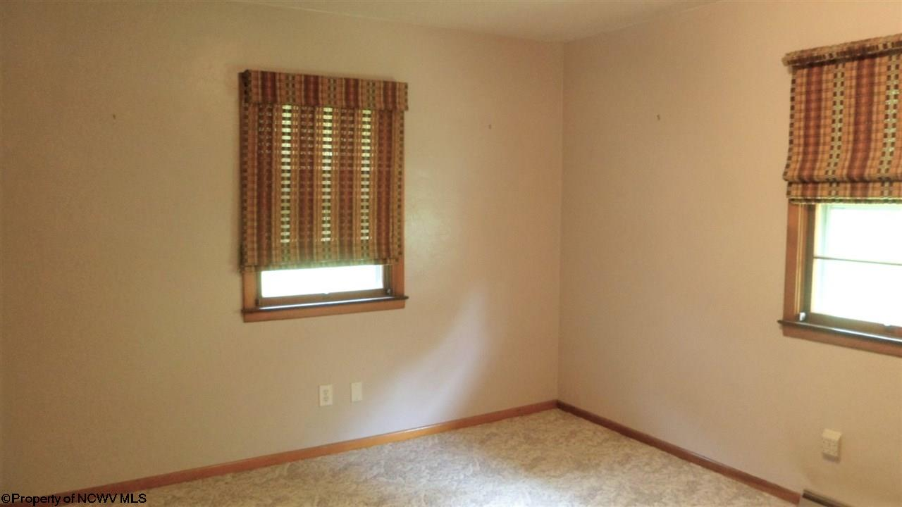 544 E GRAFTON ROAD, FAIRMONT, WV 26554  Photo 9