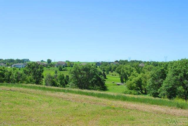 1309 S Scarlet Oak Trl, Sioux Falls, SD 57110