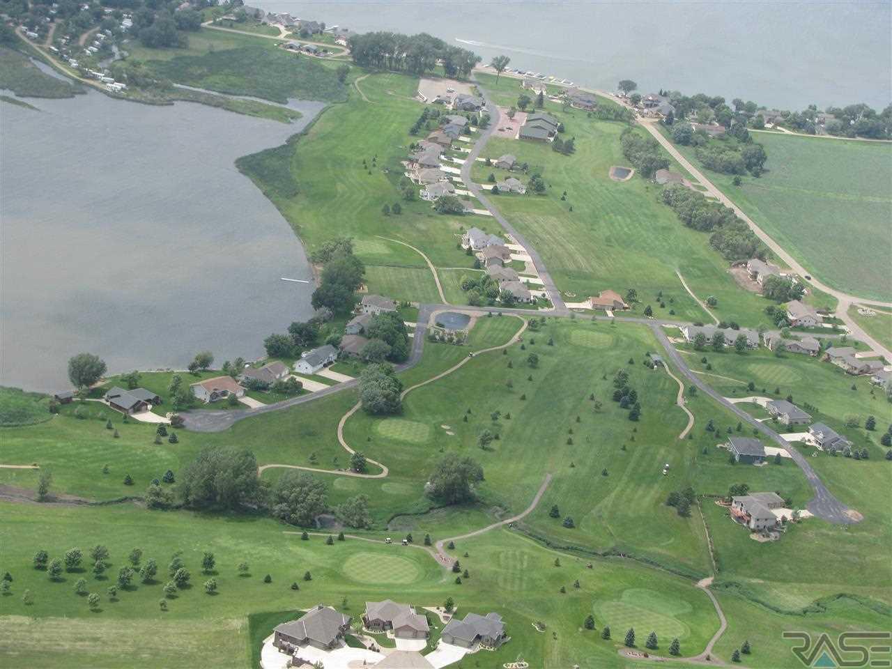 30 Lake Ridge Dr, Wentworth, SD 57075