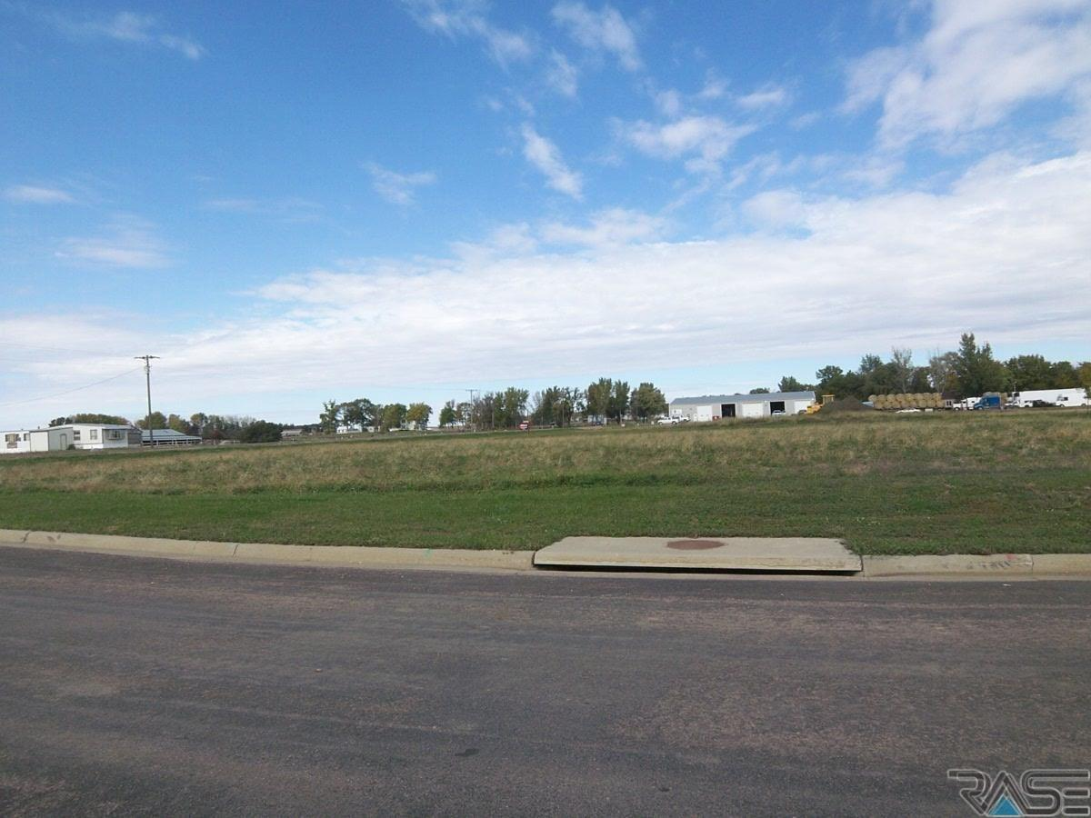 Western Ave, Hartford, SD 57033