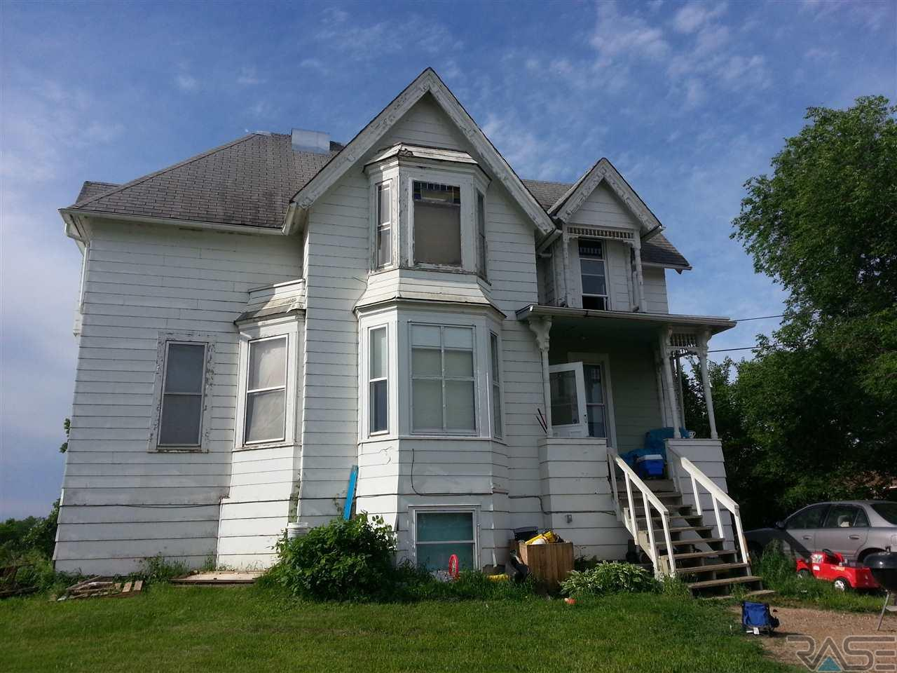 723 SE 4th St, Madison, SD 57042