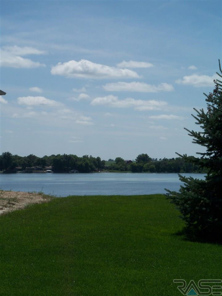 26506 Lakeview Pl, Hartford, SD 57033