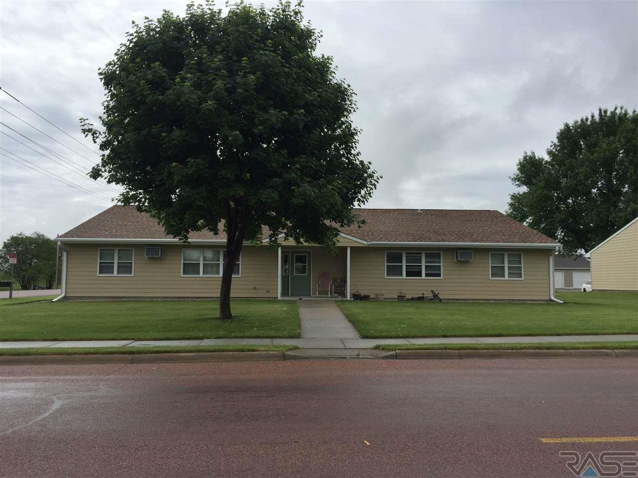 201 209 W Norway Ave, Mitchell, SD 57301