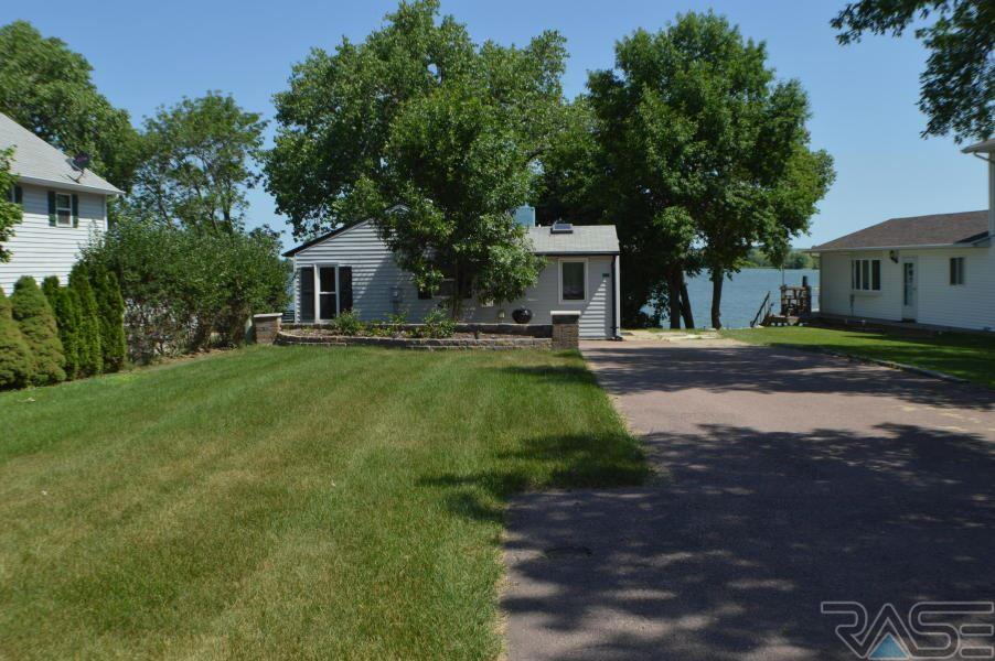 302 Best Point Dr, Madison, SD 57042