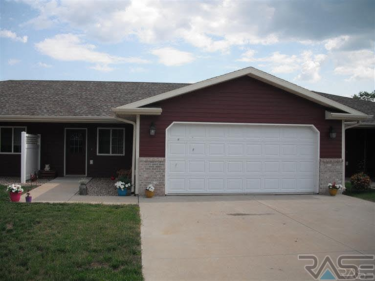 203 W Willow St, Beresford, SD 57004