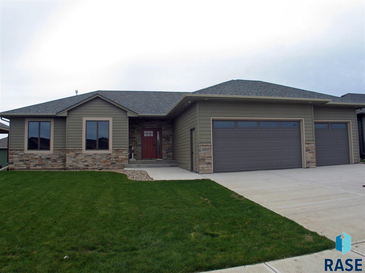 1300 South Wheatland Ave, Sioux Falls, SD 57106