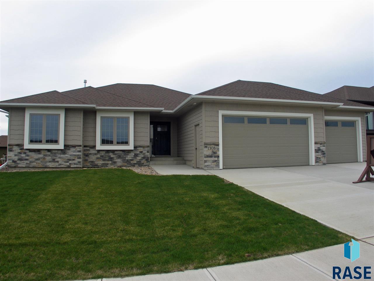 1308 South Wheatland Ave, Sioux Falls, SD 57106