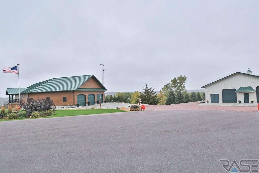 41225 Race View Dr, Mitchell, SD 57301