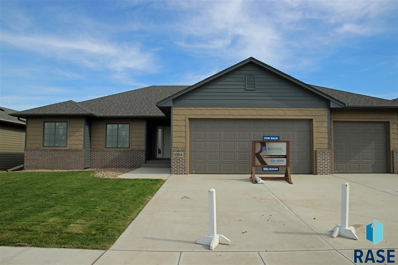 1304 S Wheatland Ave, Sioux Falls, SD 57106