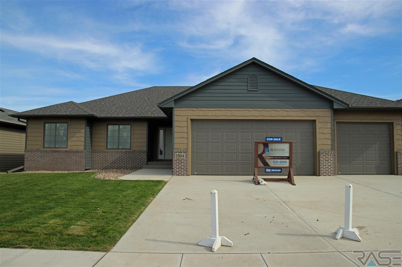1304 S Wheatland Ave, Sioux Falls, SD 57106