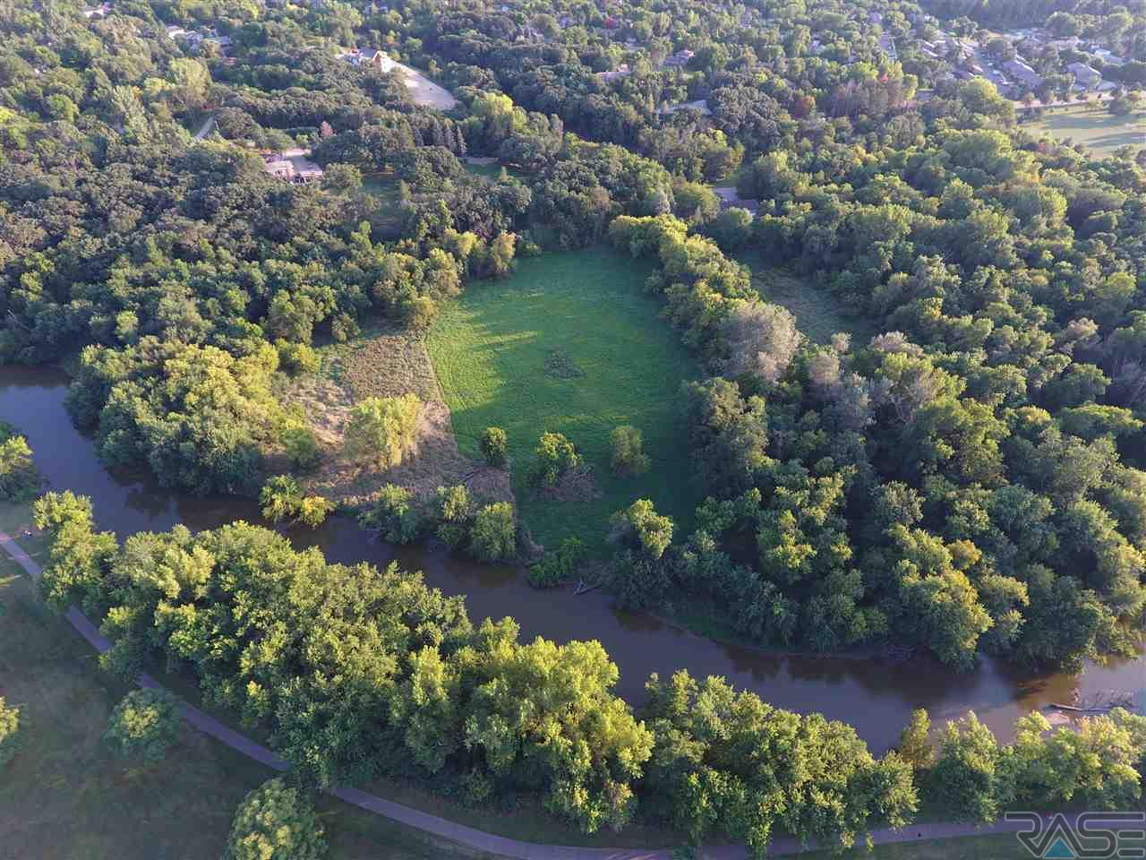300 E Twin Oaks Rd, Sioux Falls, SD 57105