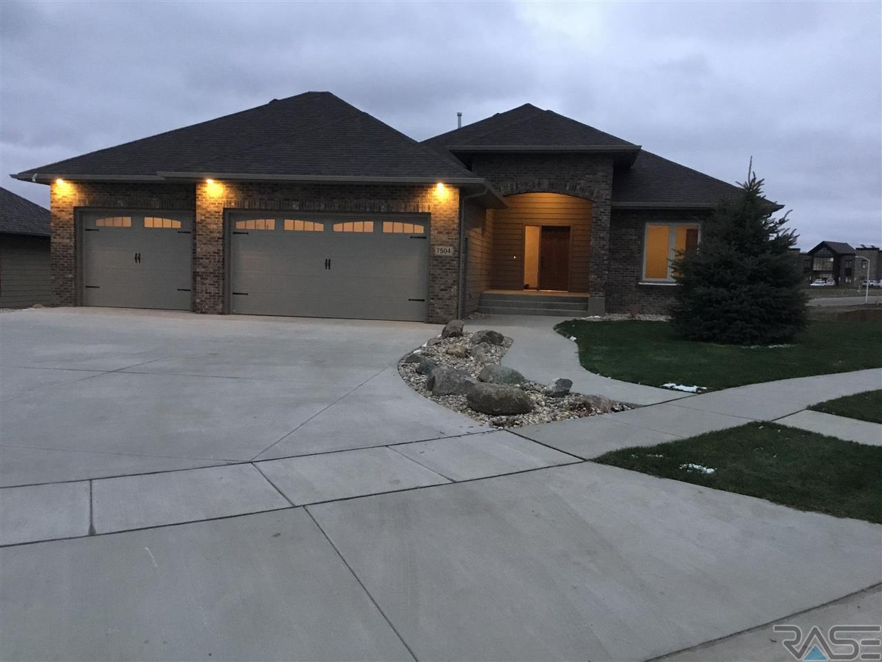 7504 Chatworth Cir, Sioux Falls, SD 57108