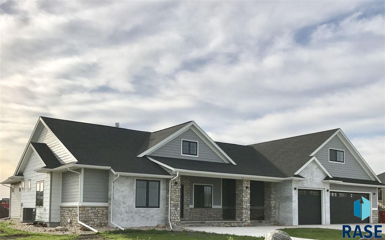 2905 W 77th St, Sioux Falls, SD 57108