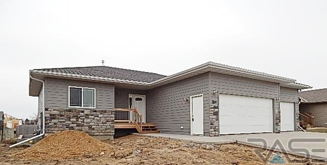 1101 E Maple St, Harrisburg, SD 57032
