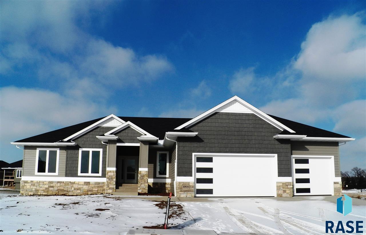 8900 E Basswood Ln, Sioux Falls, SD 57110
