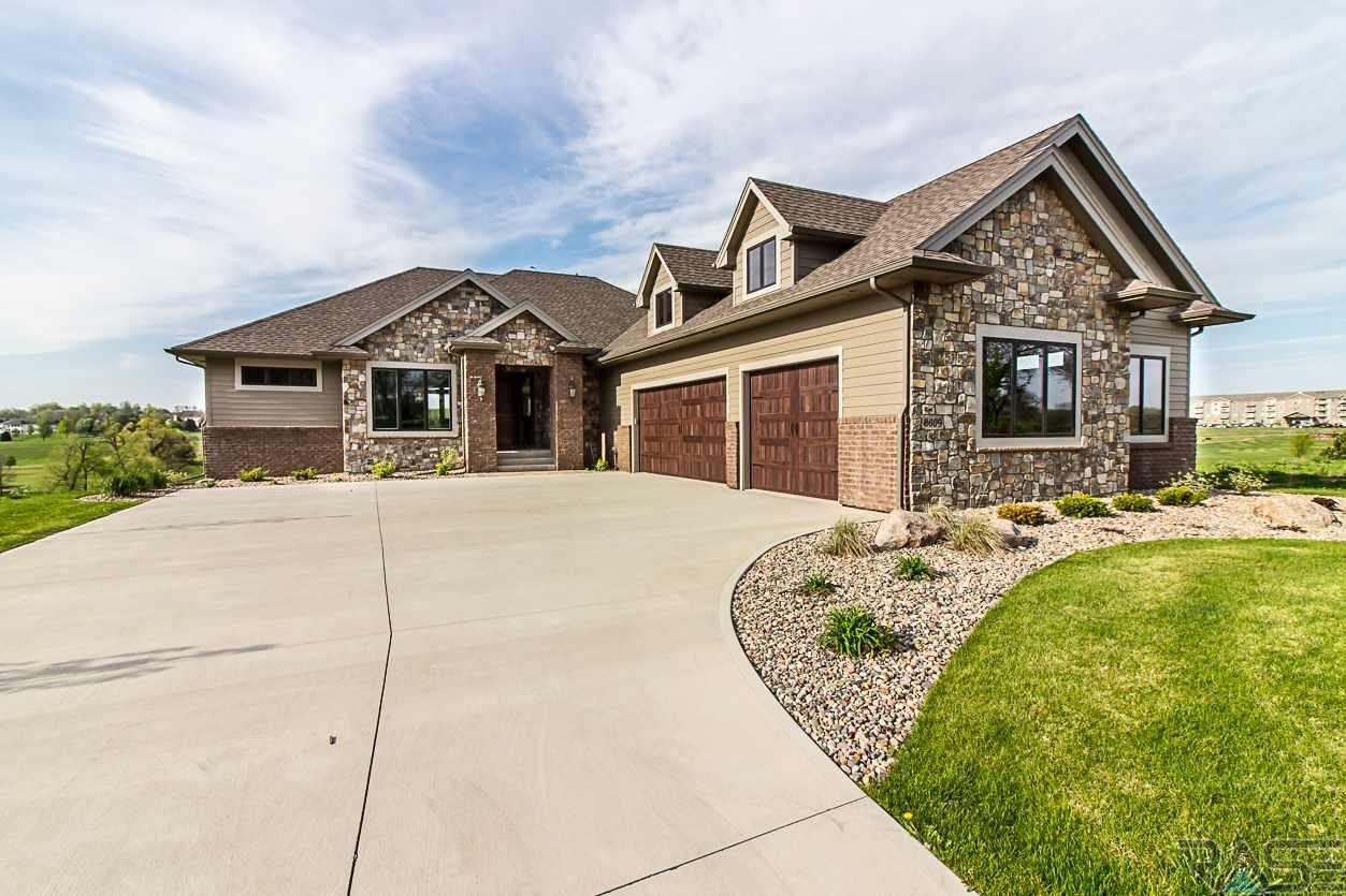 8609 E Torchwood Pl, Sioux Falls, SD 57110