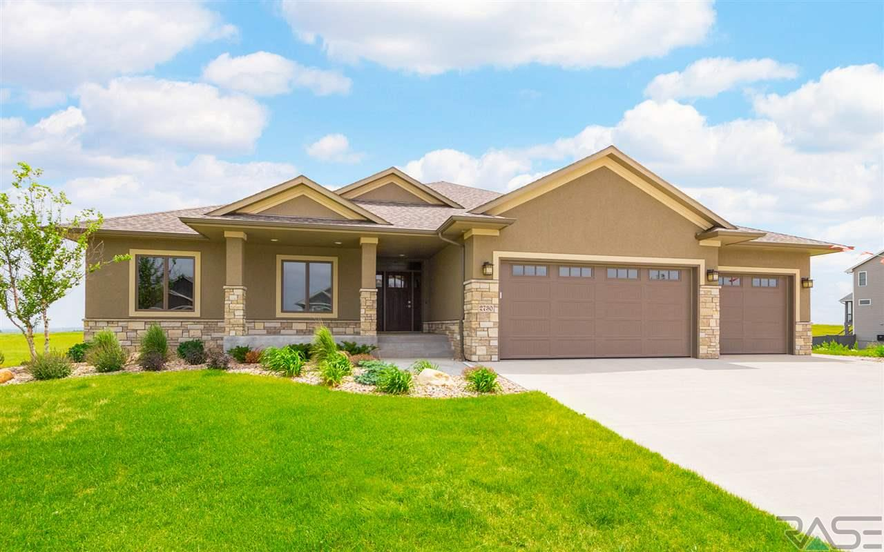 2730 S Burns Knoll Cir, Sioux Falls, SD 57110