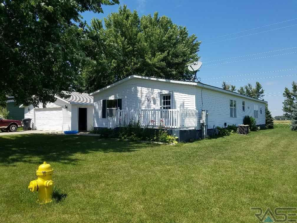 697 NW 8th St, Pipestone, MN 56164
