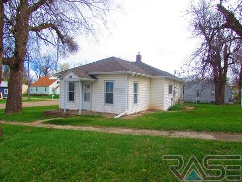 708 Center Ave, Garretson, SD 57030