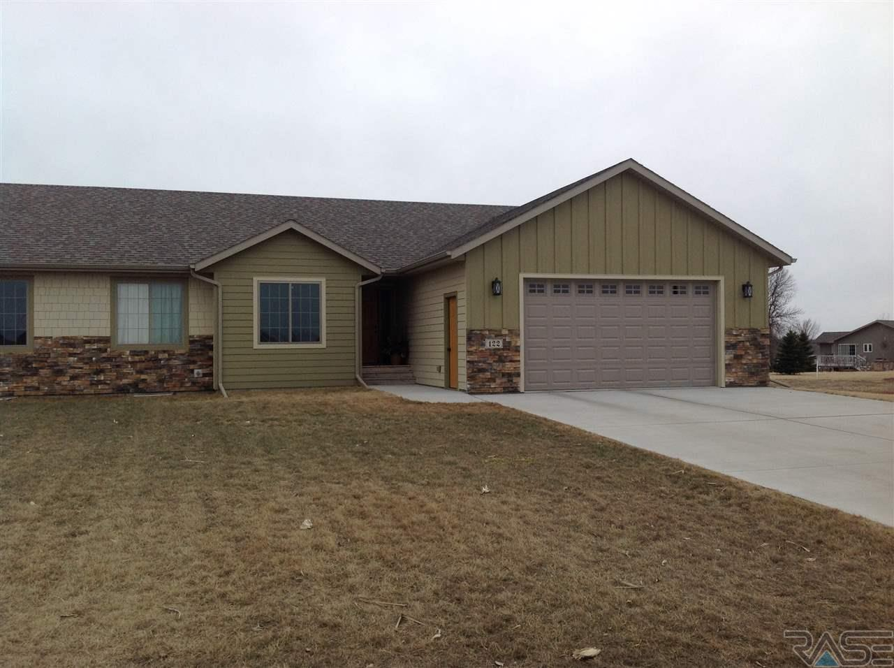 122 Lake Ridge Dr, Wentworth, SD 57075