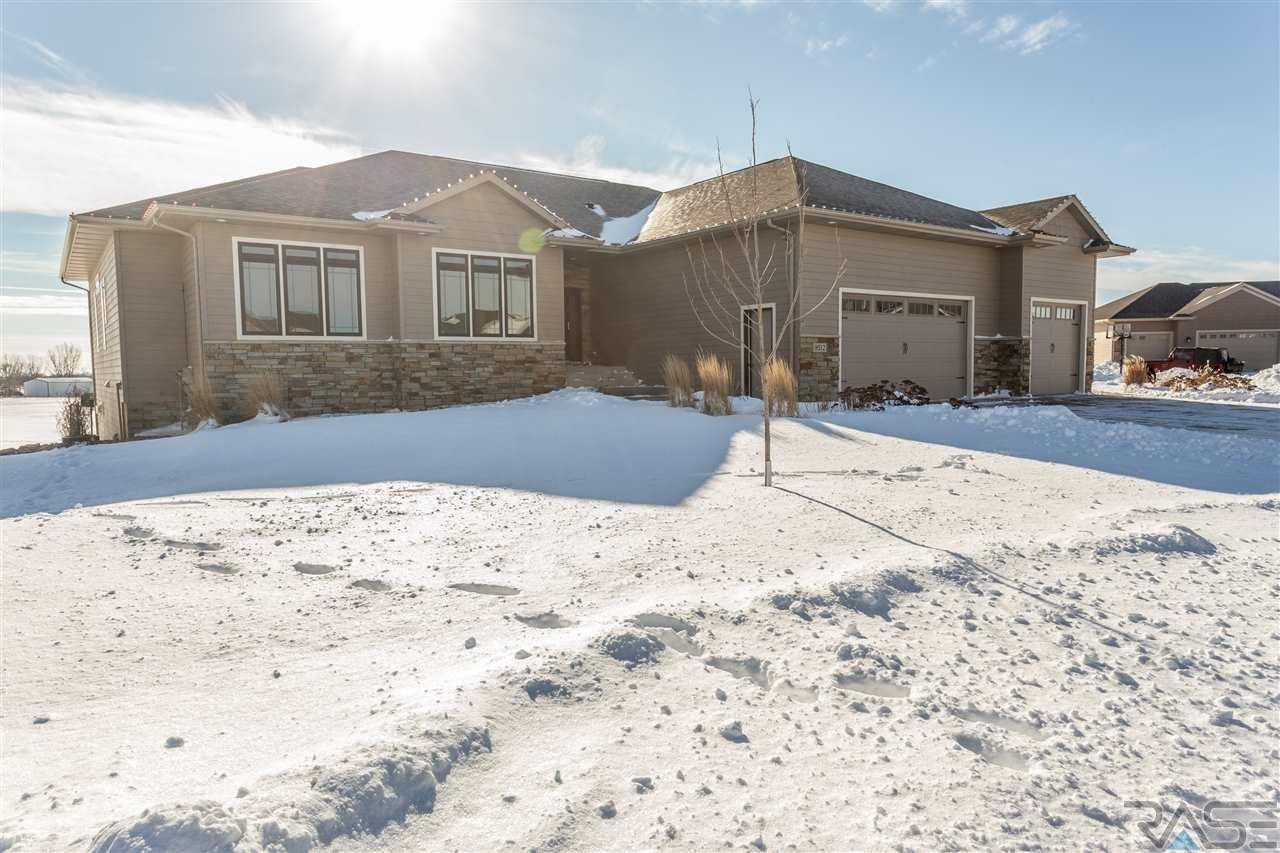 8512 S Quiet Oak Cir, Sioux Falls, SD 57108